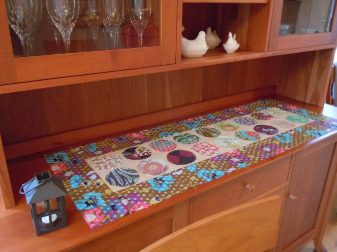 pearl district table runner